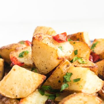 airfryer breakfast potatoes with spices, red pepper and parsley